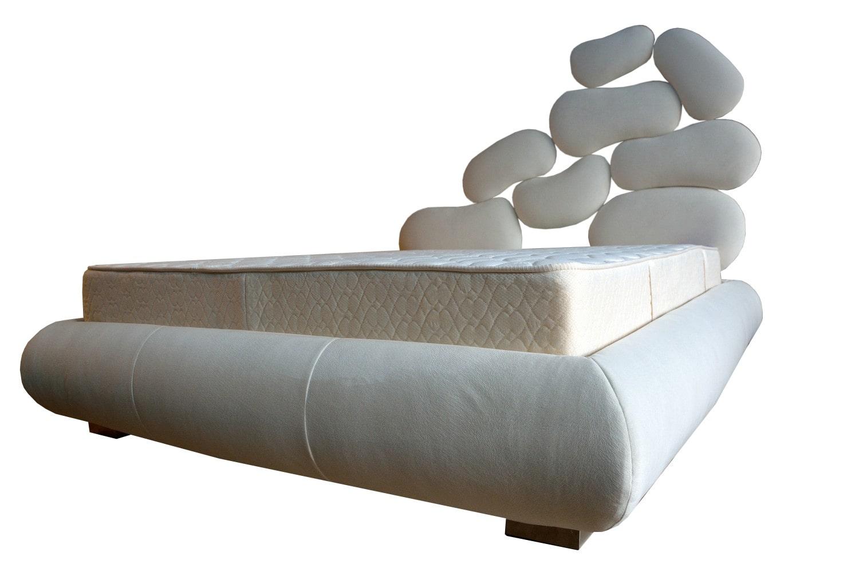 Pat tapitat Italia 160 idea futurista a acestui pat ce da ce da o continua originalitate in calitatea produsului original si sicuranta confortului min