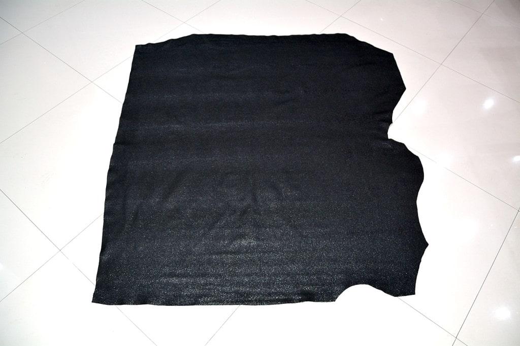 Piele naturala de bovina de culoare neagra in imintatie piele pisica de mare min