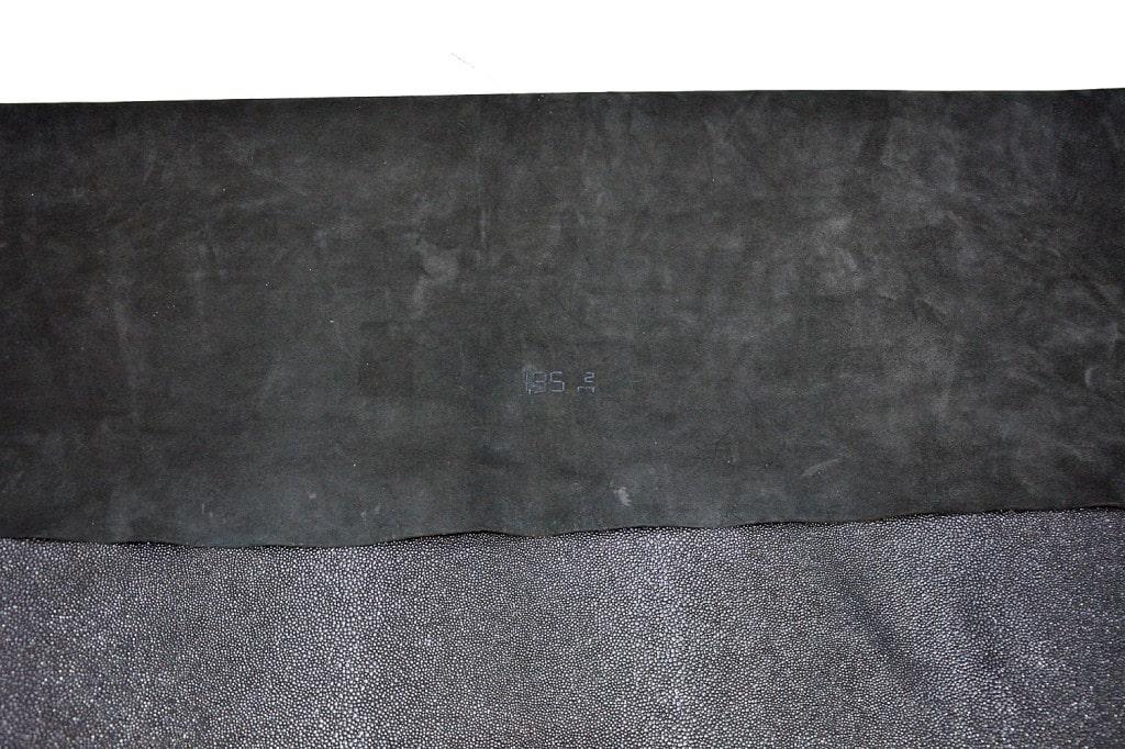 Piele naturala de bovina de culoare neagra in imitatie piele pisica de mare cu insertie metraj min