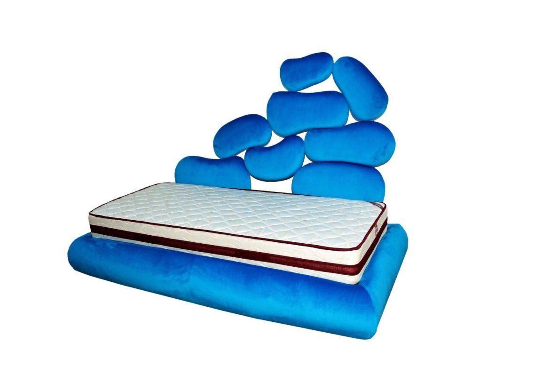 Tablie de pat tapitat copii pe lateral cu un design futurist si conceput de Iak.ro min