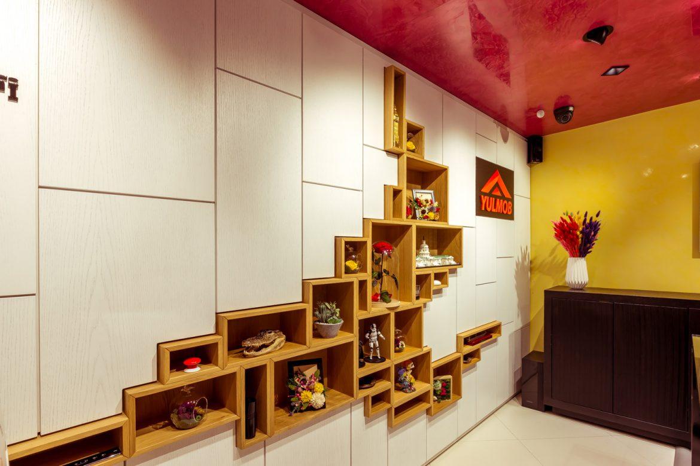 detali panou din lemn masiv la showroom yulmob bacau 4