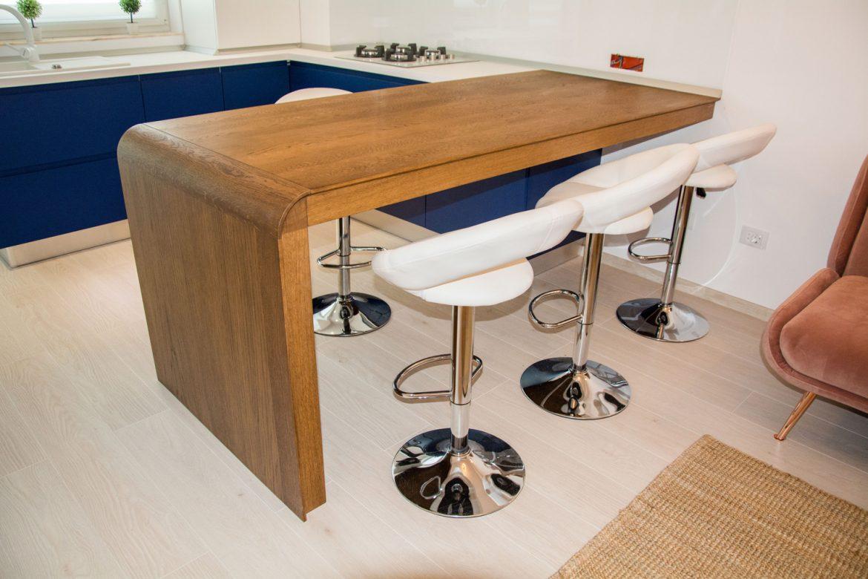 masa din lemn masinv din stejar cu scaune din inox 1
