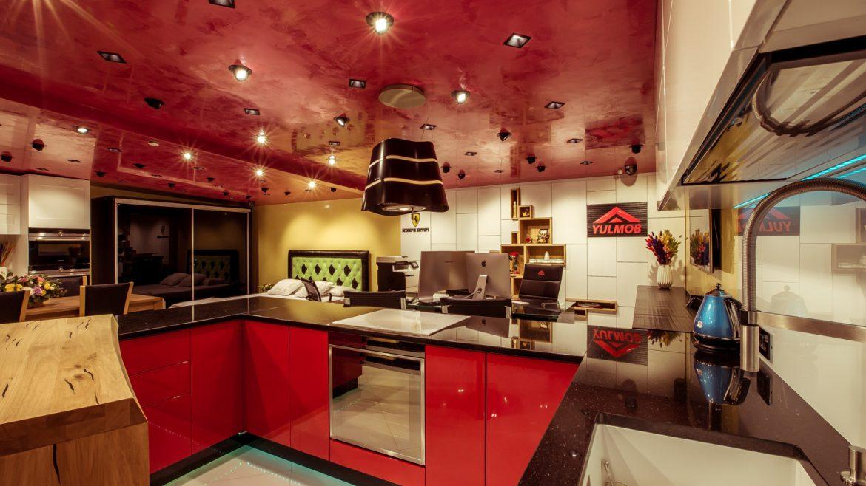 showroom yulmob cu bucatarie rosu aprins 2