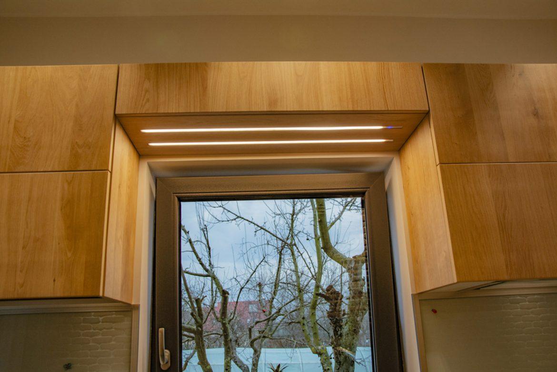detali corpuri superioare cu laterale si fronturi din lemn masiv 1