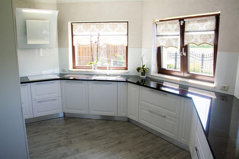 Bucătărie albă în Stil Rustic
