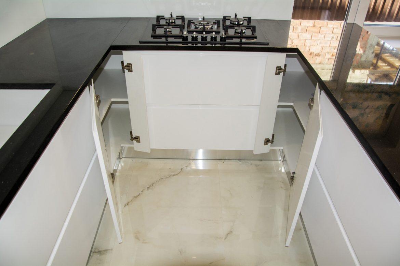 detali la corpurile de colt cu balamale la 170 grade