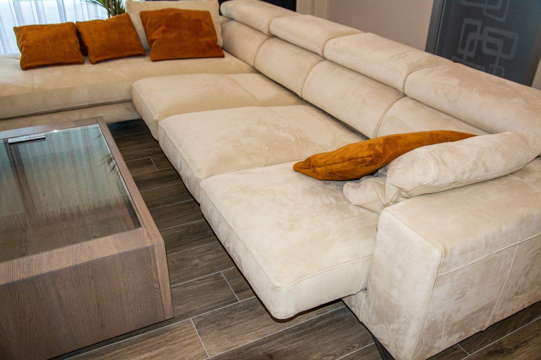 canapea pe colt cu sezutul extensibil