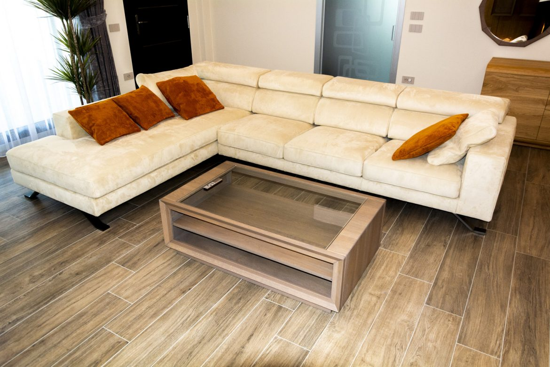 canapea pe colt din piele naturala