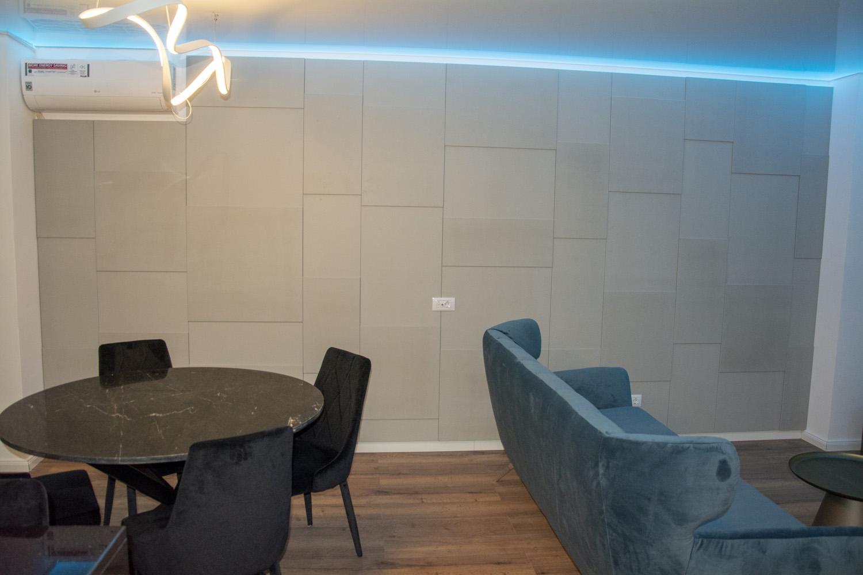 living modern cu perete decorativ