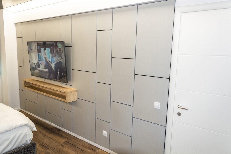 perete decorativ cu tv suspendat din mdf vopsit gri casmir