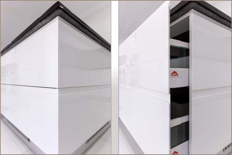 mobila la comanda cu sertare cu frezare la 45 grade si imbinat cu lateral la 45 grade din mdf vopsit ral 9003